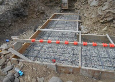 Base footing form and rebar placement for retaining wall